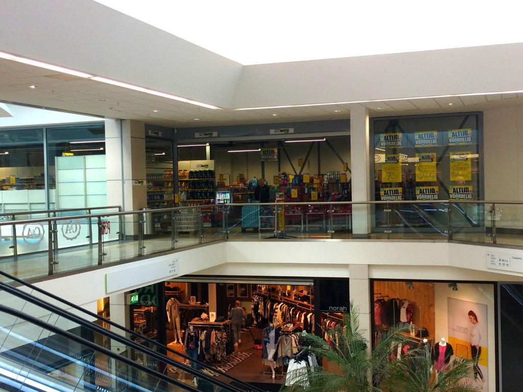 De tweede locatie van de Prijsmepper in Middenwaard, ligt tegenover de eerste locatie.