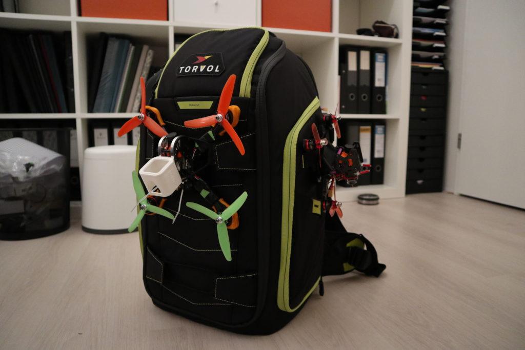 Quad Pitstop Backpack Pro staat te stralen met twee opgebonden quads.