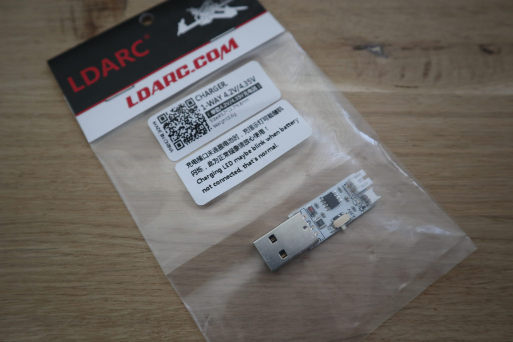 LDARC USB oplader in verpakking.