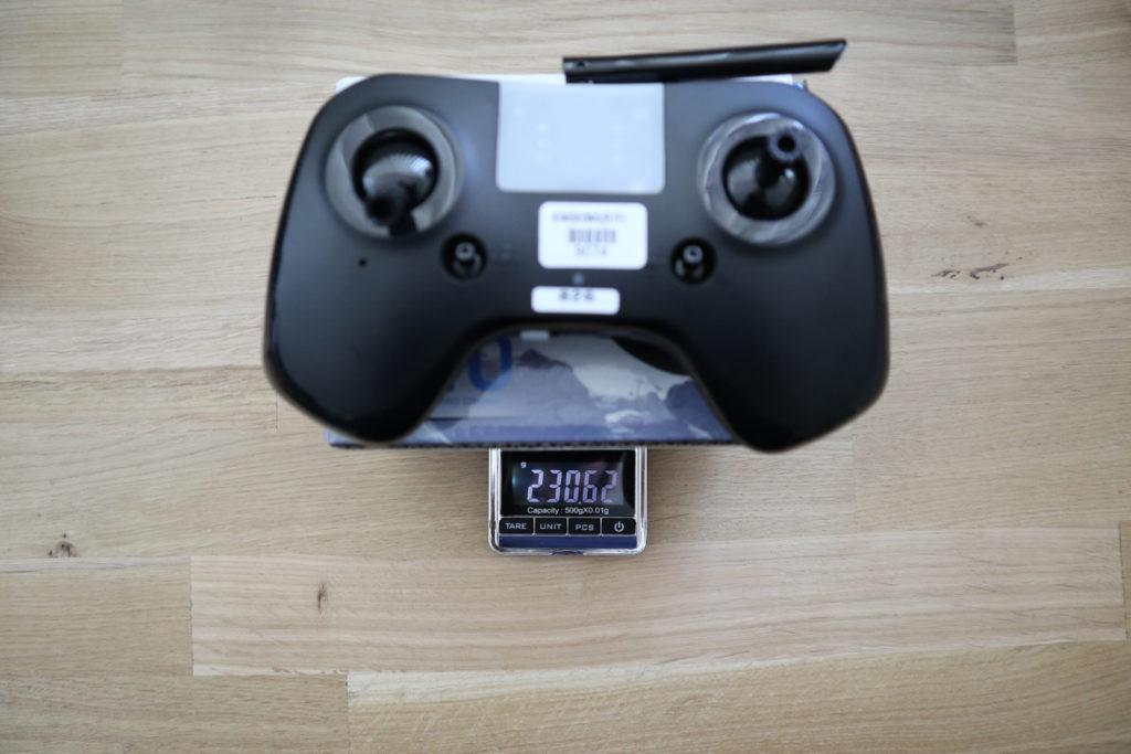 De Tiny X8 radiozender weegt iets meer dan 230 gram.