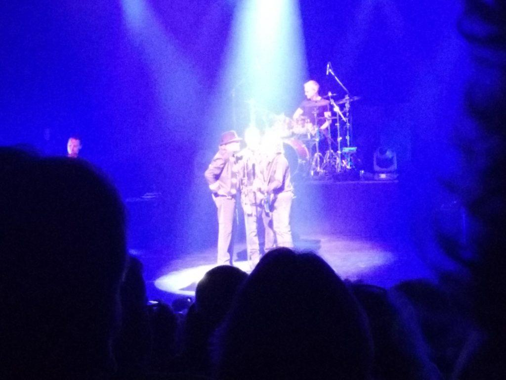 Night Fever op het podium.