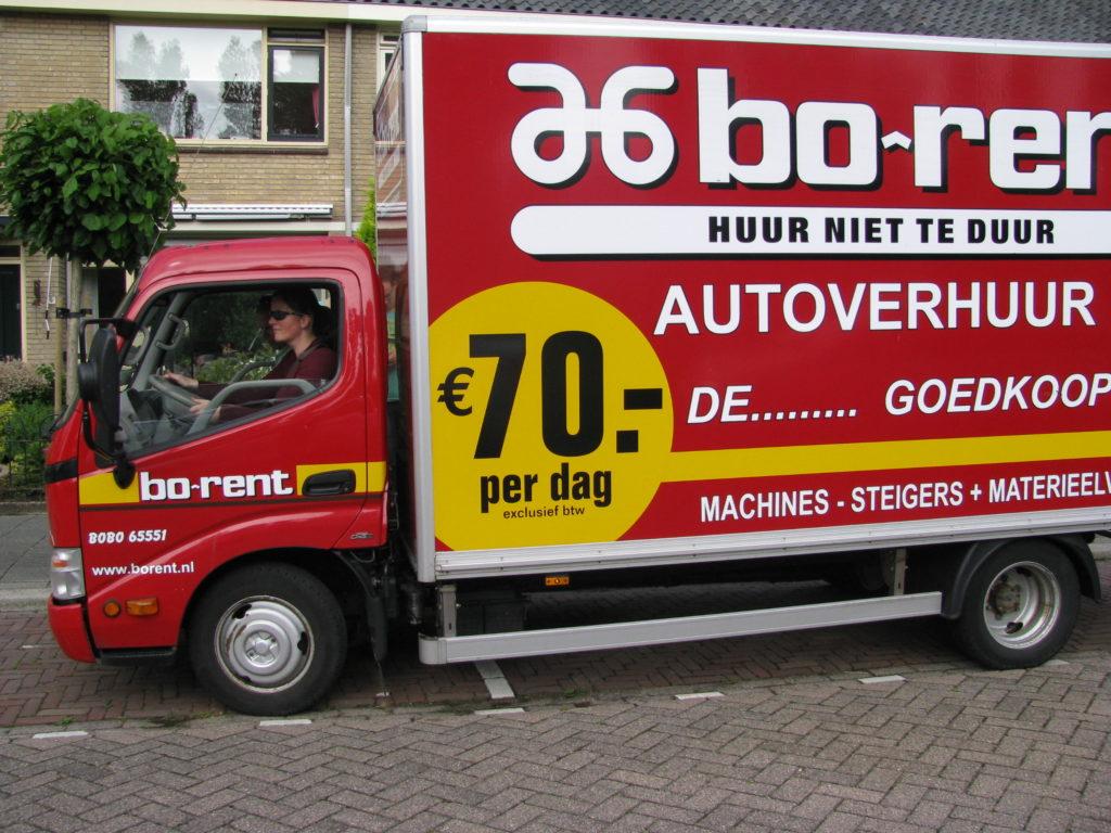 Bo-rent vrachtauto voor het verhuizen gehuurd.