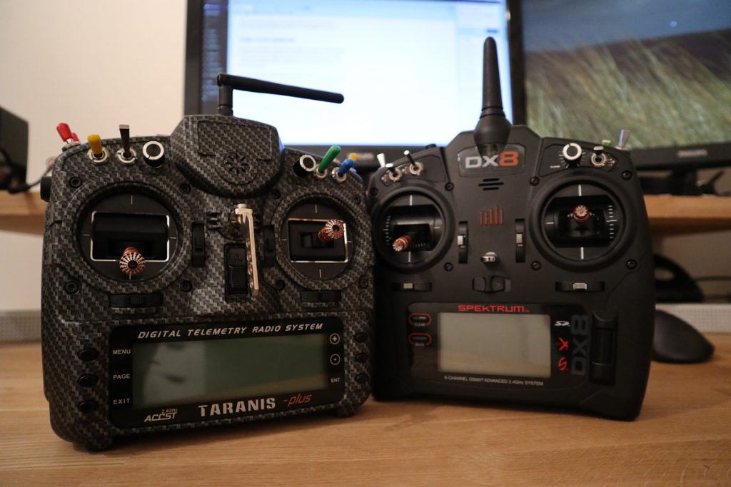 DX8 en X9D naast elkaar