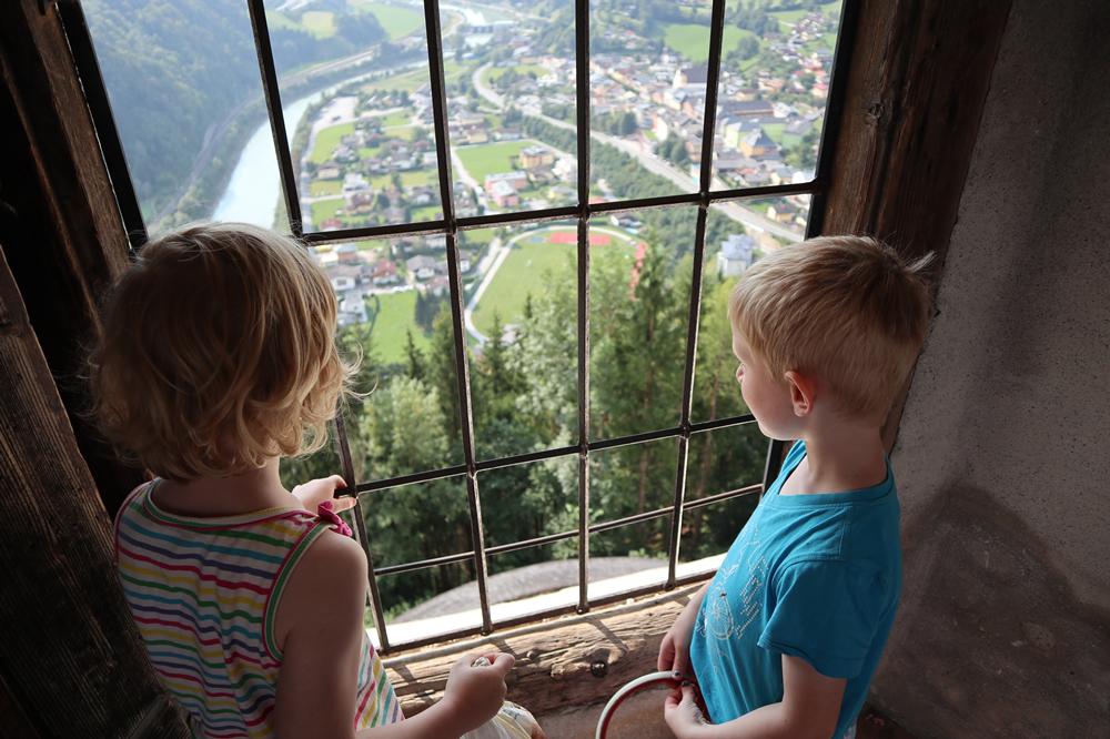 Uitzicht vanaf kasteel Hohenwerfen.