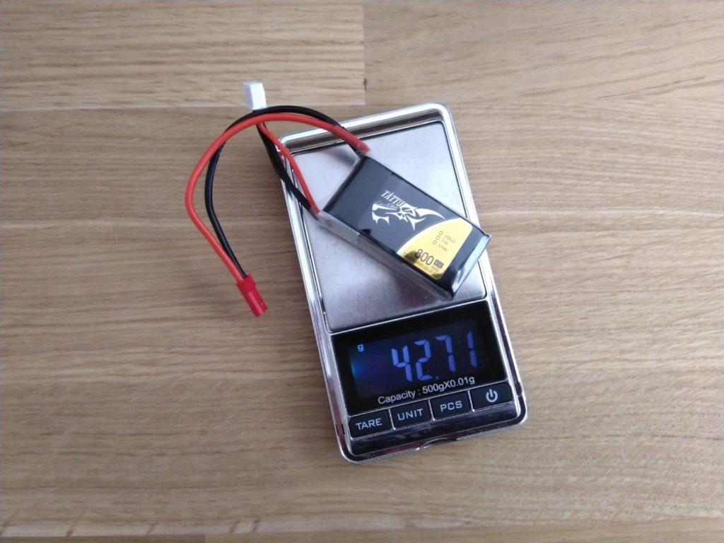 Tattu 800mAh 2S weegt 42,71 gram.